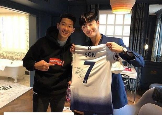 Tài tử Park Seo-joon tới xem bạn thân Son Heung-min thi đấu nhưng đội bóng của cầu thủ số 1 châu Á lại thủng lưới tan nát - Ảnh 1.