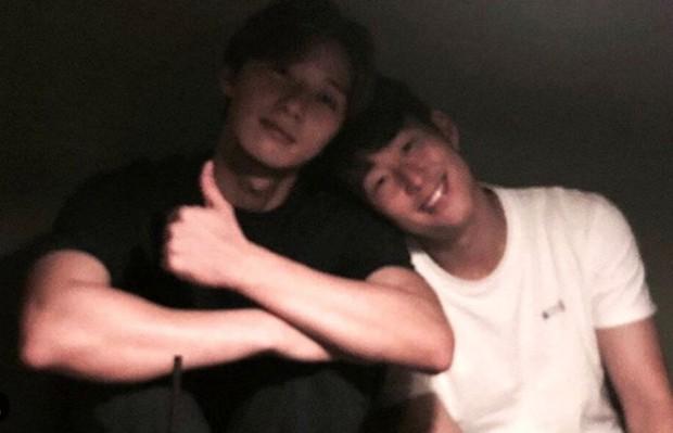 Tài tử Park Seo-joon tới xem bạn thân Son Heung-min thi đấu nhưng đội bóng của cầu thủ số 1 châu Á lại thủng lưới tan nát - Ảnh 2.