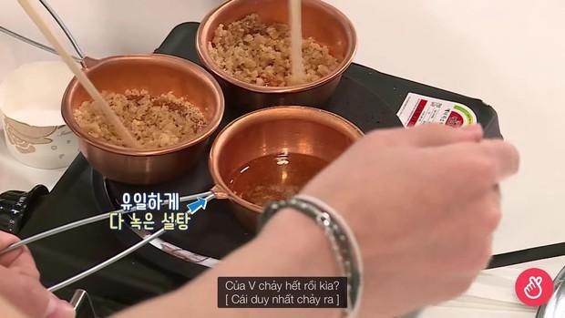 BTS thử sức với Squid Game: Biểu cảm thảng thốt của V khi chơi tách kẹo có thể phát ra âm thanh! - Ảnh 3.