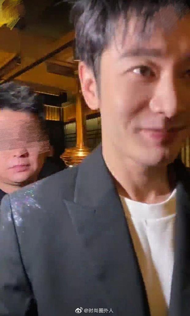 """Tranh cãi nhan sắc thật của Huỳnh Hiểu Minh hậu giảm cân: Nhìn xa """"hack tuổi"""" đỉnh cao, zoom gần lại hết cả hồn vía - Ảnh 3."""
