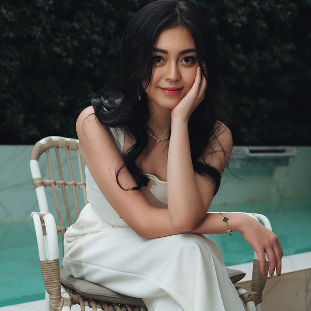 Ái nữ sinh năm 2000 trong gia tộc Sơn Kim: Thừa hưởng trọn vẹn nét đẹp của cha mẹ, thần thái sang chảnh hớp hồn - Ảnh 5.