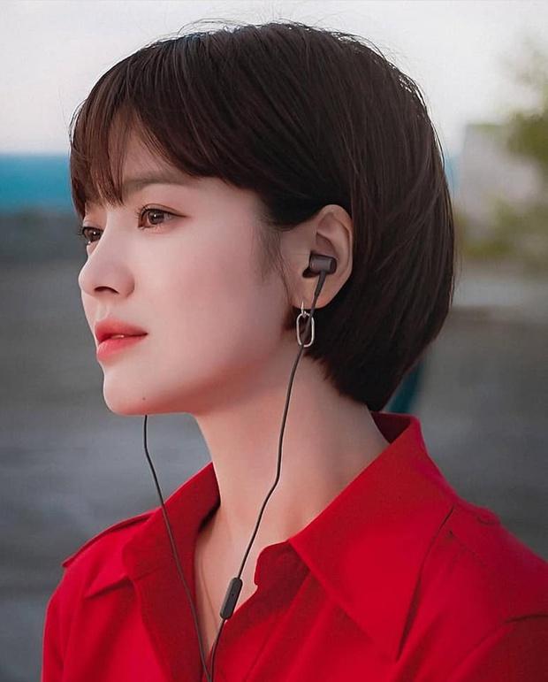 4 vai diễn nhạt nhòa của sao Hàn đình đám: Kim Soo Hyun rập khuôn cụ giáo, Lee Min Ho diễn hoài một nét - Ảnh 4.