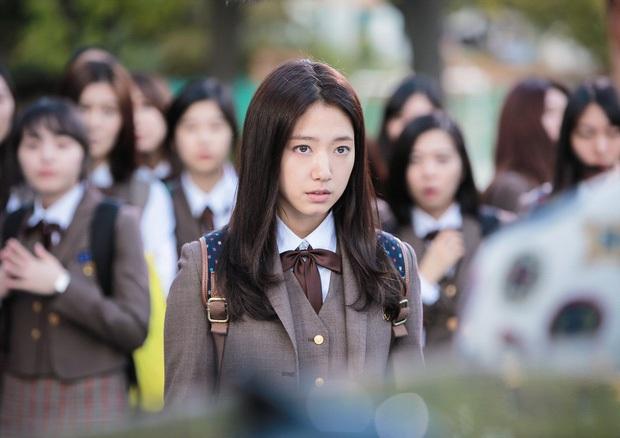 4 vai diễn nhạt nhòa của sao Hàn đình đám: Kim Soo Hyun rập khuôn cụ giáo, Lee Min Ho diễn hoài một nét - Ảnh 9.