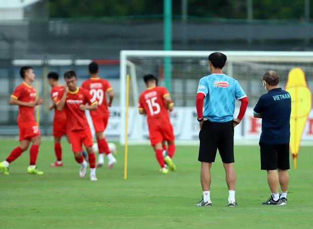 Cận kề ngày đấu tuyển Trung Quốc, HLV Park Hang-seo vẫn theo sát U22 Việt Nam - Ảnh 1.