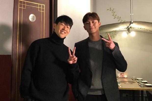 Tài tử Park Seo-joon tới xem bạn thân Son Heung-min thi đấu nhưng đội bóng của cầu thủ số 1 châu Á lại thủng lưới tan nát - Ảnh 3.