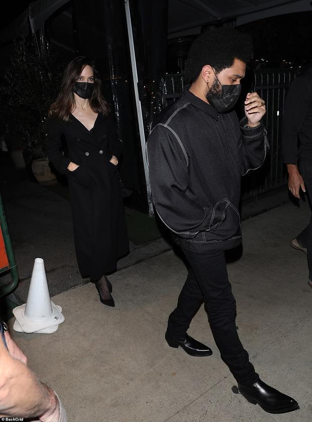 Không còn bí mật,  Angelina Jolie bị tóm gọn công khai sóng đôi hẹn hò với The Weeknd kém 15 tuổi - Ảnh 6.