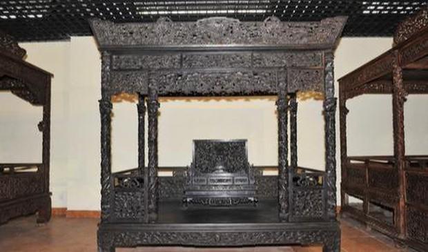 Bỏ 70 tỷ đồng để mua chiếc giường khắc 55 con Rồng xanh mà Hoàng đế từng nằm, sau khi đem đi triển lãm chuyên gia phán một câu khiến ông đứng hình - Ảnh 5.