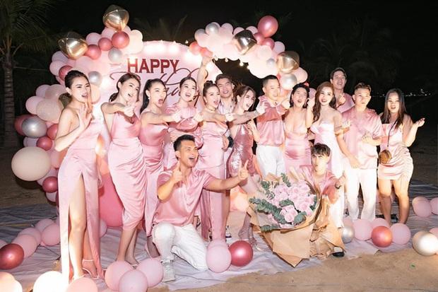 Ngọc Trinh tung clip thuở còn phèn dịp sinh nhật, Vũ Khắc Tiệp tiếc pool party còn tấu hài nhất phải là màn pha trò của Diệu Nhi - Ảnh 4.