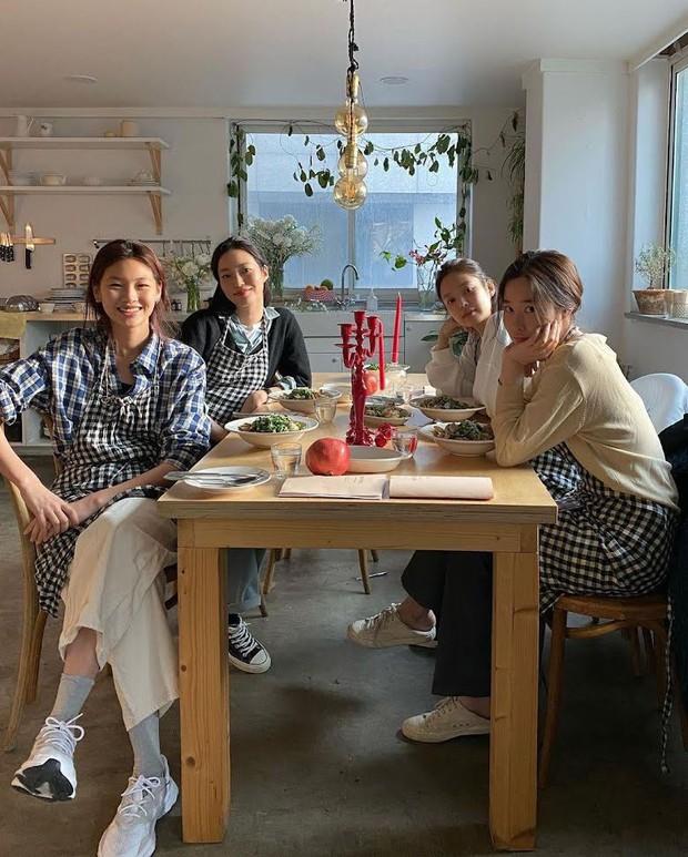 Jennie đến tận phim trường và lộ quan hệ thật với nữ chính Squid Game, nhưng mối liên hệ với Lee Jung Jae còn gây tò mò hơn - Ảnh 6.