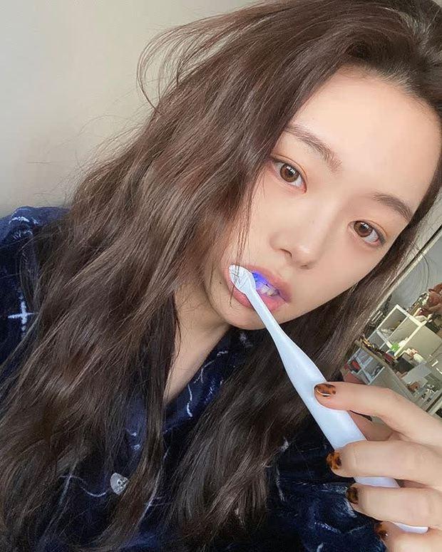 6 thói quen xấu khiến bàn chải đánh răng trở thành ổ vi khuẩn, 3 tín hiệu cho thấy đã đến lúc bạn cần thay bàn chải mới - Ảnh 1.