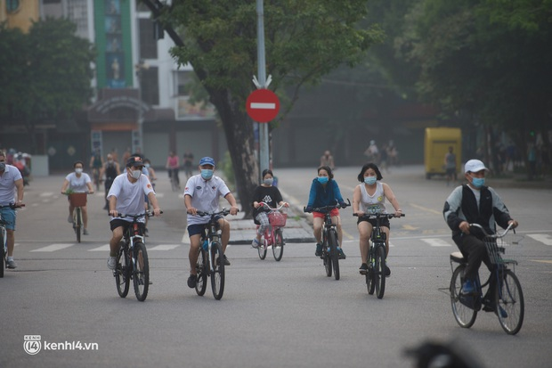 Hồ Gươm ngày trở lại: Trường đua xe đạp rộn ràng, người tập thể dục hân hoan còn giới trẻ í ới nhau chiều lượn một vòng nhé! - Ảnh 3.