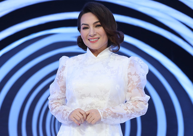 Tuổi thơ bất hạnh của cố ca sĩ Phi Nhung: Bị bỏ ngoài chùa, mẹ qua đời mới dám nói chuyện - Ảnh 2.