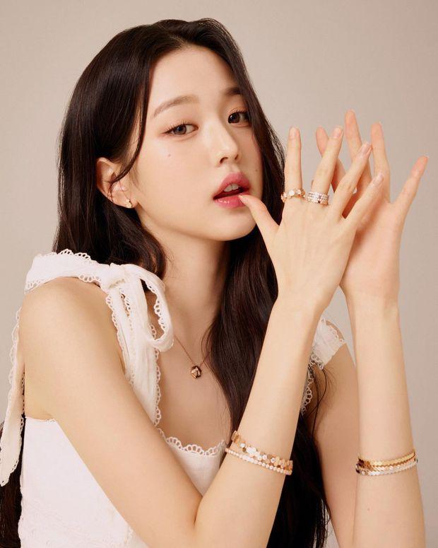 Rất hiếm mới thấy 3 thế hệ nhan sắc xứ Hàn cùng đọ visual, Song Hye Kyo lần này có cho đàn em ngửi khói? - Ảnh 4.