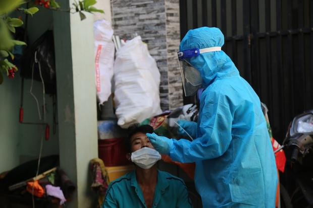 Tại sao hôm nay Bộ Y tế công bố TP.HCM chỉ có 377 ca nhiễm Covid-19? - Ảnh 1.