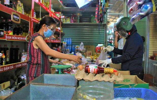 Người dân Đà Nẵng được tắm biển, đi chợ, các cơ sở cắt tóc, gội đầu hoạt động trở lại từ 0h ngày 30/9 - Ảnh 1.