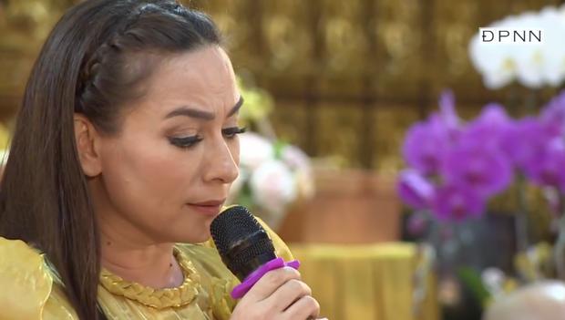 Lễ cầu siêu nữ ca sĩ Phi Nhung: Xót xa di ảnh người quá cố, Thanh Lam - Phương Thanh và các nghệ sĩ nghẹn ngào tiễn biệt - Ảnh 20.