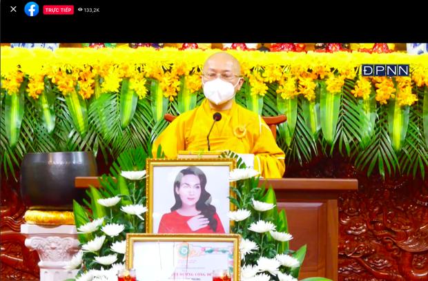 Lễ cầu siêu nữ ca sĩ Phi Nhung: Xót xa di ảnh người quá cố, Thanh Lam - Phương Thanh và các nghệ sĩ nghẹn ngào tiễn biệt - Ảnh 15.