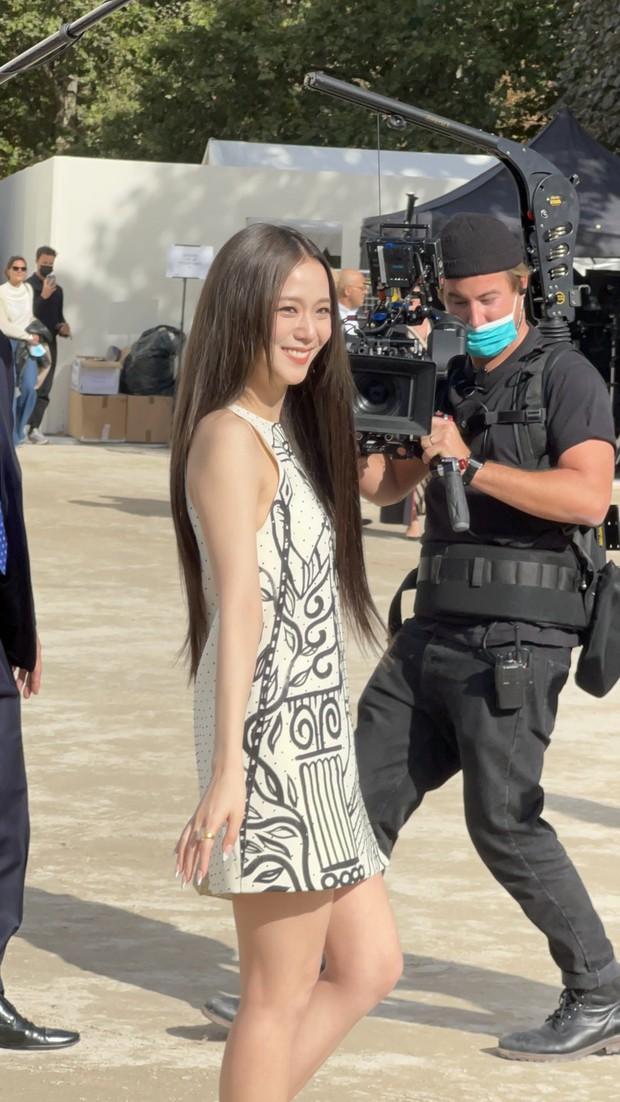 Bóc sạch nhan sắc nữ thần Jisoo (BLACKPINK) ở show Dior: Ảnh sự kiện lồ lộ khuyết điểm, chụp vội lại đẹp điên lên mới lạ! - Ảnh 7.