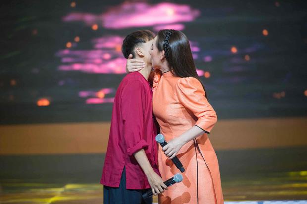 Hồ Văn Cường từng nói về mẹ nuôi Phi Nhung: Nhờ có mẹ cuộc sống em và gia đình đầy đủ hơn, được đi nhiều nơi và nhiều người biết đến - Ảnh 4.