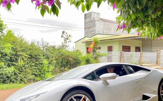 Xôn xao vụ 9X phố núi tậu Lamborghini: Phấn đấu năm sau mua thêm siêu xe Ferrari - Ảnh 1.