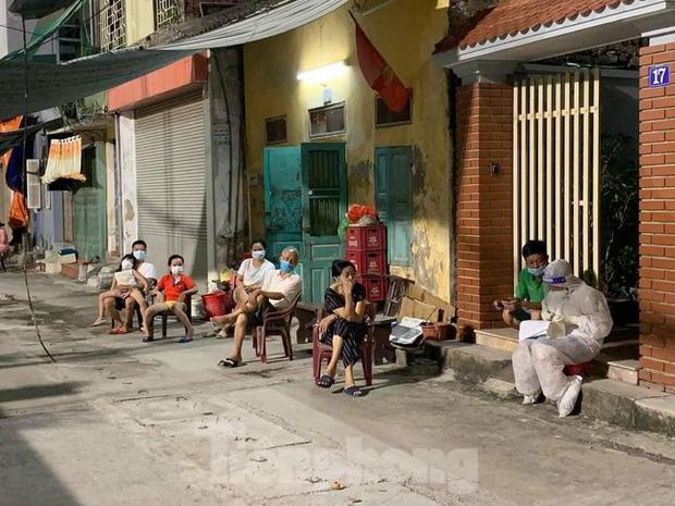 Dịch tiếp tục phức tạp, Hà Nam lập 2 bệnh viện chuyên điều trị bệnh nhân COVID-19 - Ảnh 2.