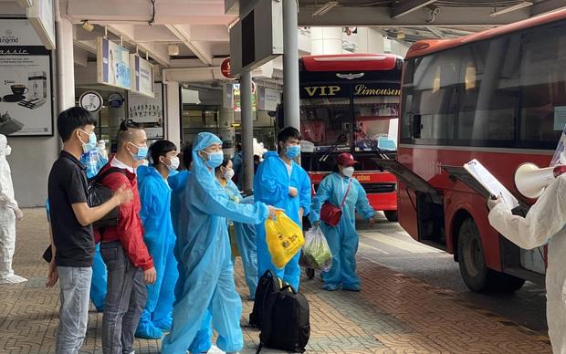 Phát hiện 4 ca dương tính trên chuyến bay đón công dân từ TP.HCM về Bắc Giang - Ảnh 1.