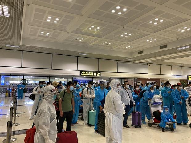 Phát hiện 4 ca dương tính trên chuyến bay đón công dân từ TP.HCM về Bắc Giang - Ảnh 2.