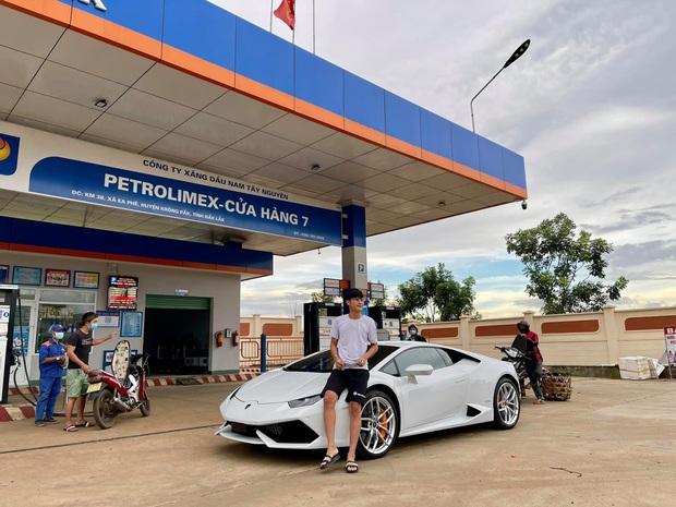 """Choáng với độ giàu sang của """"thiếu gia"""" phố núi: 23 tuổi tậu Lamborghini gần 13 tỷ, phấn đấu năm sau rước thêm Ferrari - Ảnh 2."""