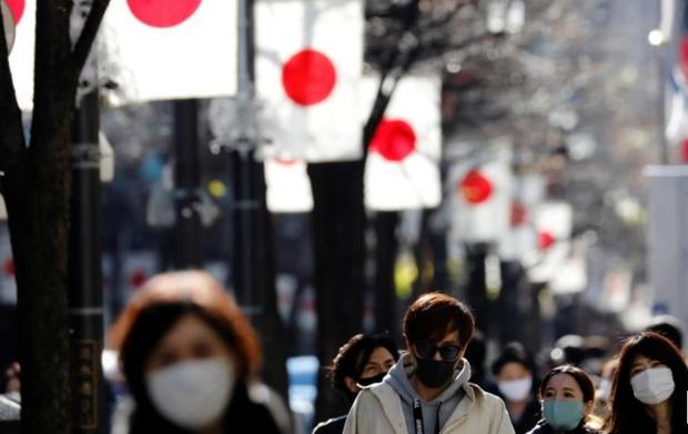 Số ca mắc Covid-19 mới giảm mạnh, Nhật Bản nới lỏng nhiều hạn chế - Ảnh 1.