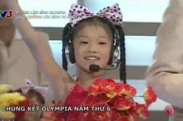 Đố bạn biết: Nữ ca sĩ mang nghệ danh Hoàng Yến NVH Quận Ba Đình, nổi trôi bồng bềnh trên sông Tô Lịch là ai? - Ảnh 7.