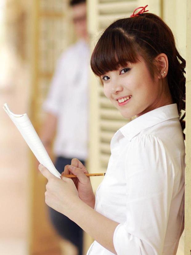 Đố bạn biết: Nữ ca sĩ mang nghệ danh Hoàng Yến NVH Quận Ba Đình, nổi trôi bồng bềnh trên sông Tô Lịch là ai? - Ảnh 8.