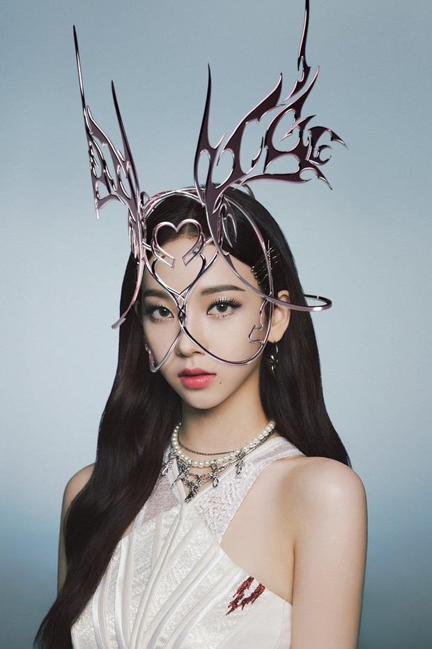 Concept mặt nạ hoa lá của aespa mà rơi vào tay nữ idol này thì cả nhóm bị diệt gọn, đến BLACKPINK cũng không đọ lại - Ảnh 1.