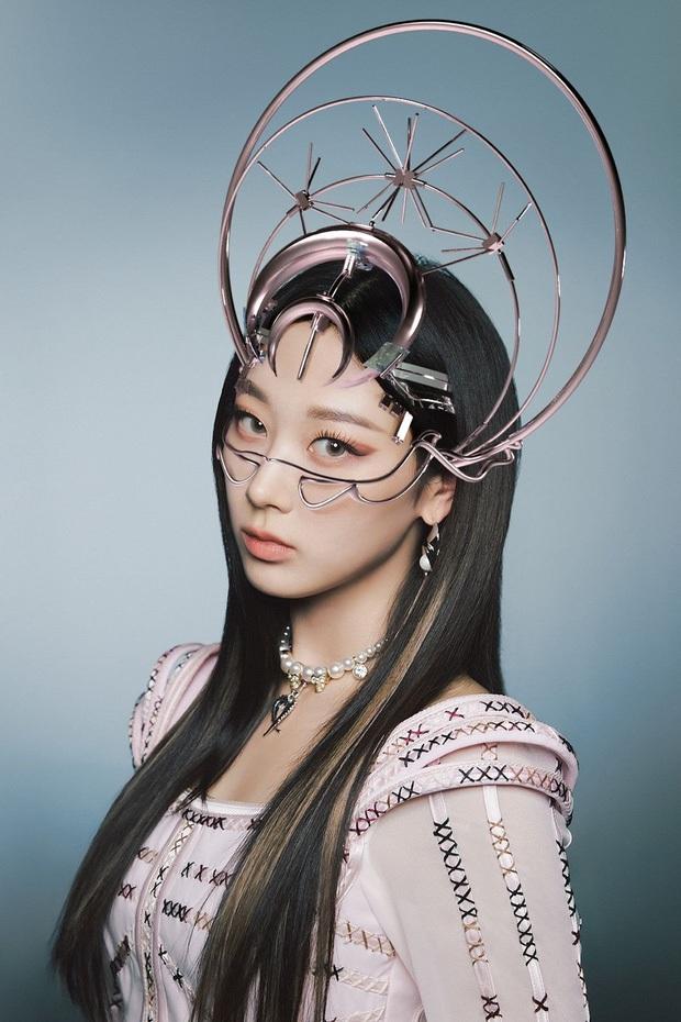 Concept mặt nạ hoa lá của aespa mà rơi vào tay nữ idol này thì cả nhóm bị diệt gọn, đến BLACKPINK cũng không đọ lại - Ảnh 3.