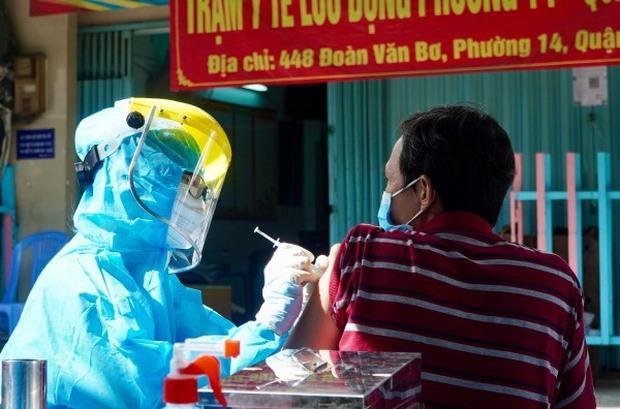 TP.HCM tạm ngừng tiêm 1 lô vắc xin Pfizer không liên quan chất lượng vắc xin - Ảnh 1.