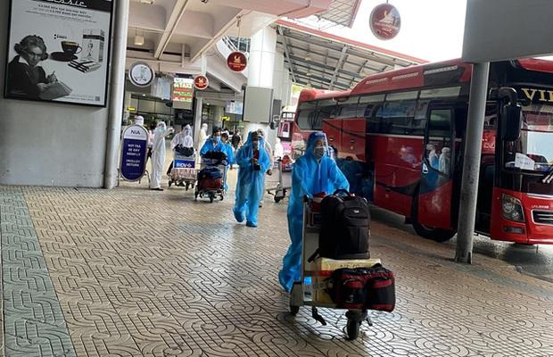 Phát hiện 4 ca dương tính trên chuyến bay đón công dân từ TP.HCM về Bắc Giang - Ảnh 3.