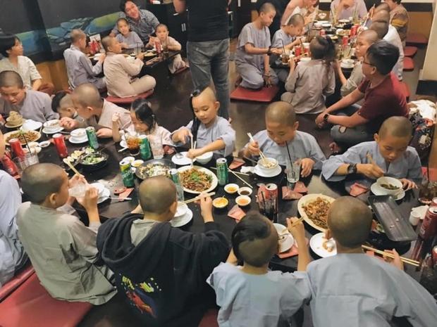 Phi Nhung mở nhà hàng chay để nuôi trẻ em mồ côi ăn học, những ngày cuối đời lại vướng vào một chuyện đáng tiếc - Ảnh 2.