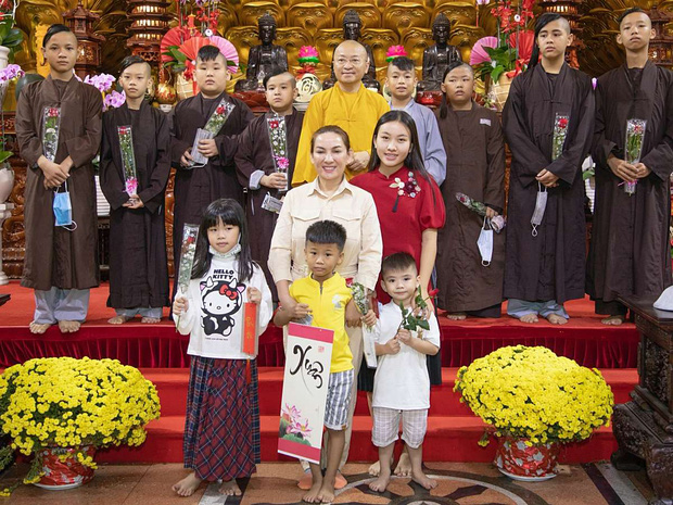 23 người con của Phi Nhung gồm những ai và sống thế nào trước khi mẹ nuôi qua đời? - Ảnh 14.