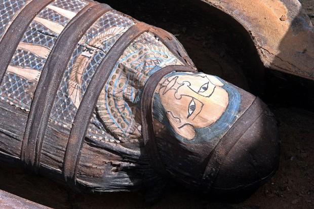 Chuyên gia công bố gương mặt khi còn sống của 3 xác ướp hơn 2000 năm tuổi, gây ngỡ ngàng vì rất khác dung mạo người Ai Cập ngày nay - Ảnh 1.
