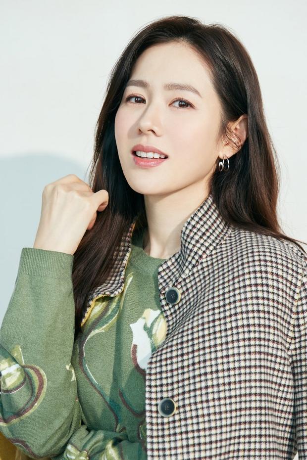 Son Ye Jin lại đi lạc sang Triều Tiên, tưởng chị kiếm Hyun Bin hóa ra là tranh quyền thừa kế với trai đẹp mới? - Ảnh 2.