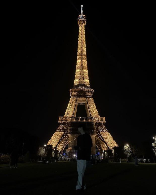 Rosé (BLACKPINK) đi Fashion Week mà cũng lộ hint hẹn hò Mark (GOT7) ở Paris, đàng trai bỗng có động thái bất ngờ - Ảnh 3.