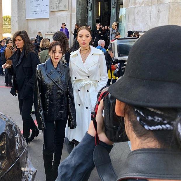 Khi bạn gặp chị thần tượng ở Fashion Week nhưng đứng cạnh là không biết ai chị ai em - Ảnh 4.