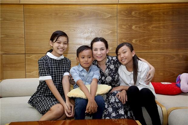 Phi Nhung nhận nuôi Hồ Văn Cường: Ước mơ của tôi là con được tiếp tục đi học - Ảnh 7.