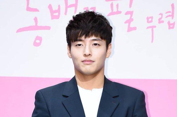Son Ye Jin lại đi lạc sang Triều Tiên, tưởng chị kiếm Hyun Bin hóa ra là tranh quyền thừa kế với trai đẹp mới? - Ảnh 3.