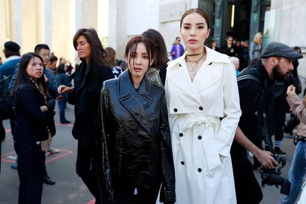 Khi bạn gặp chị thần tượng ở Fashion Week nhưng đứng cạnh là không biết ai chị ai em - Ảnh 2.