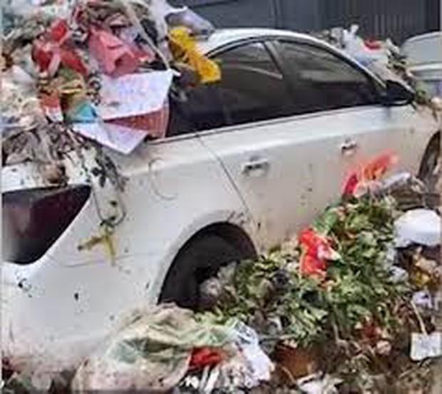 Đỗ xe bừa bãi trước khu tập thể, chủ xe nhận cái kết đắng ngắt vì bị cả xóm trưng dụng làm xe rác - Ảnh 4.