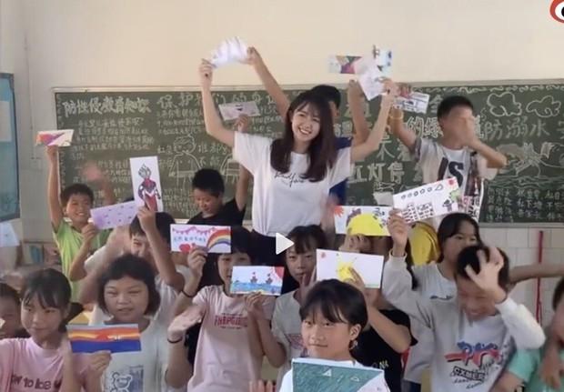 """""""Cô giáo thôn nữ đẹp nhất Trung Quốc"""" bị tố gian lận từ thiện, không lâu sau liền lên tiếng thừa nhận một hành động trái pháp luật - Ảnh 3."""