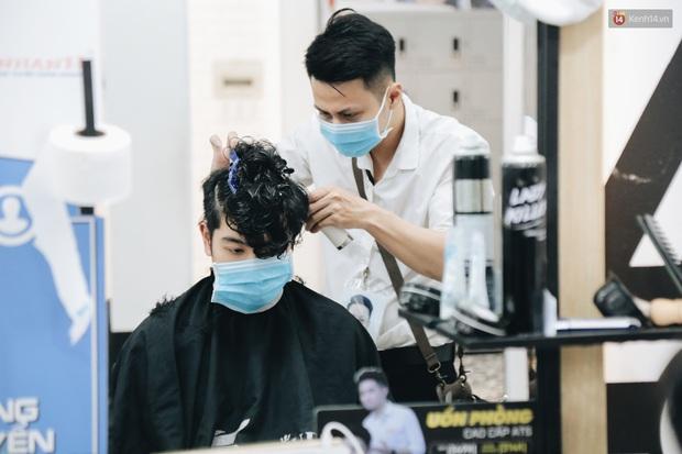 TP.HCM mở lại nhiều dịch vụ, cắt tóc - gội đầu được hoạt động tối đa 50% công suất - Ảnh 2.