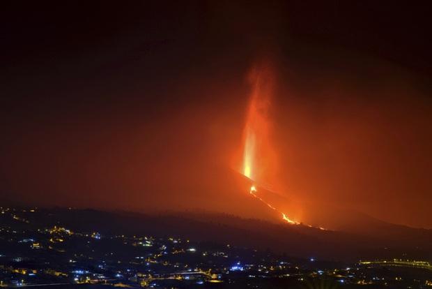 Tây Ban Nha tuyên bố vùng thảm họa do núi lửa phun trào và cam kết hỗ trợ khẩn cấp ở La Palma - Ảnh 2.
