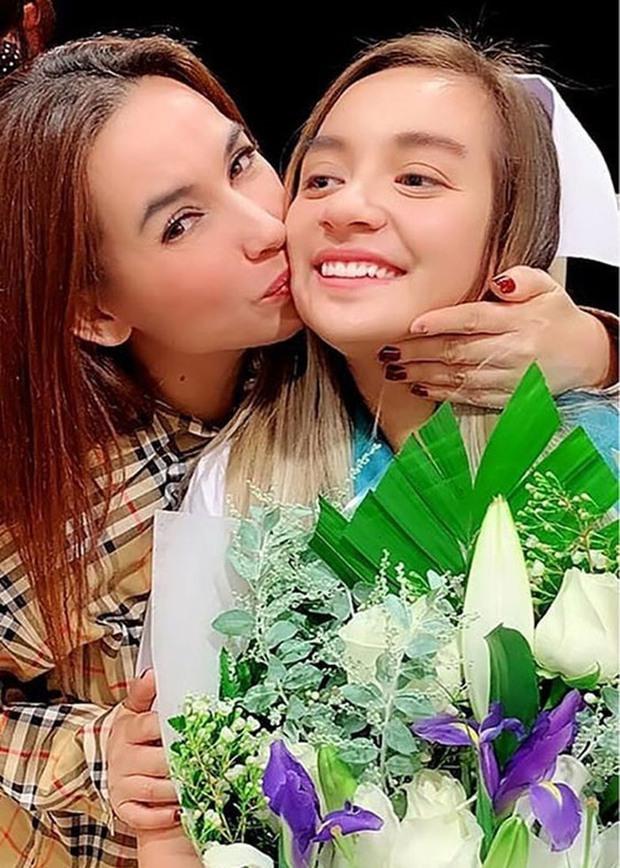 Netizen xúc động, nước mắt lăn dài khi nghe con gái ruột cố gắng hát tặng mẹ Phi Nhung dù tiếng Việt không quá sành sỏi - Ảnh 8.