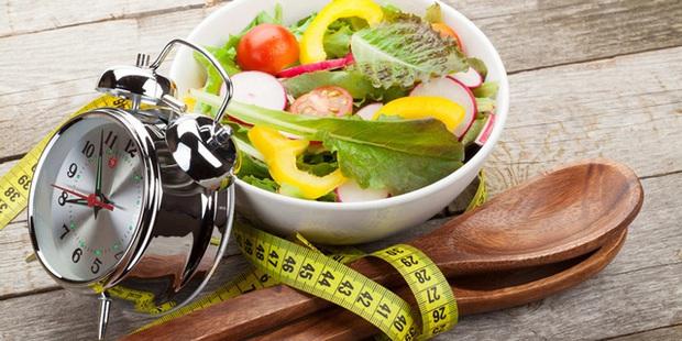 """7 """"cái bẫy"""" bệnh tật nguy hiểm từ thói quen hàng ngày: Ăn uống đúng cách, duy trì cân bằng dinh dưỡng, thân thể tất sẽ khoẻ mạnh, sống lâu trăm tuổi - Ảnh 1."""